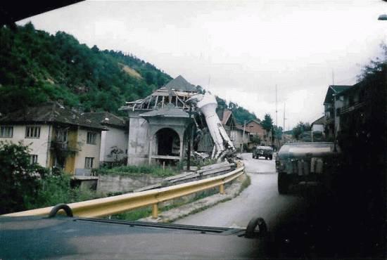 Μάρτιος 1996. Ο μιναρές στο τζαμί εντελώς κατεστραμμένος.