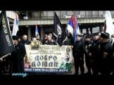 Βελιγράδι: Σύγχρονοι τσέτνικ (chetnik) με πανό Ντράζα Μιχαήλοβιτς και ακριβές στολές του Β' ΠΠ.