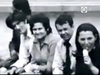 Ράντοβαν Κάρατζιτς (Radovan Karadzic) σε νεανική ηλικία με μακριά μαλλιά. Οσοι τον γνώρισαν, λένε ότι πάντα είχε πολύ μεγάλη ιδεά για τον εαυτό του.