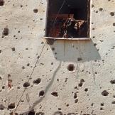 Η επόμενη μέρα του Σαράγεβο. Ο τοίχος από το 'Welcome to Sarajevo' (η κλασική φωτογραφία του Ron Haviv) βομβαρδισμένος.