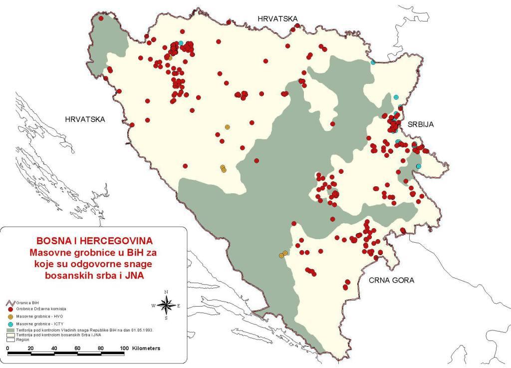 Χάρτης με την γεωγραφική κατανομή των μαζικών τάφων. Η περιοχή με το λευκό χρώμα και τα άπειρα κόκκινα σημεία ήταν υπό τον έλεγχο των Σέρβων σχεδόν σε όλη την διάρκεια του πολέμου. Πηγή: Πανεπιστήμιο Fontbonne.