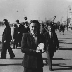 Λεωφόρος Νίκης: Η συνεργάτιδά του δεσποινίς Κούπα φωτογραφημένη από τον Jean Lieberg, 10 Νοεμβρίου 1944. Φωτογραφία Νο #23.