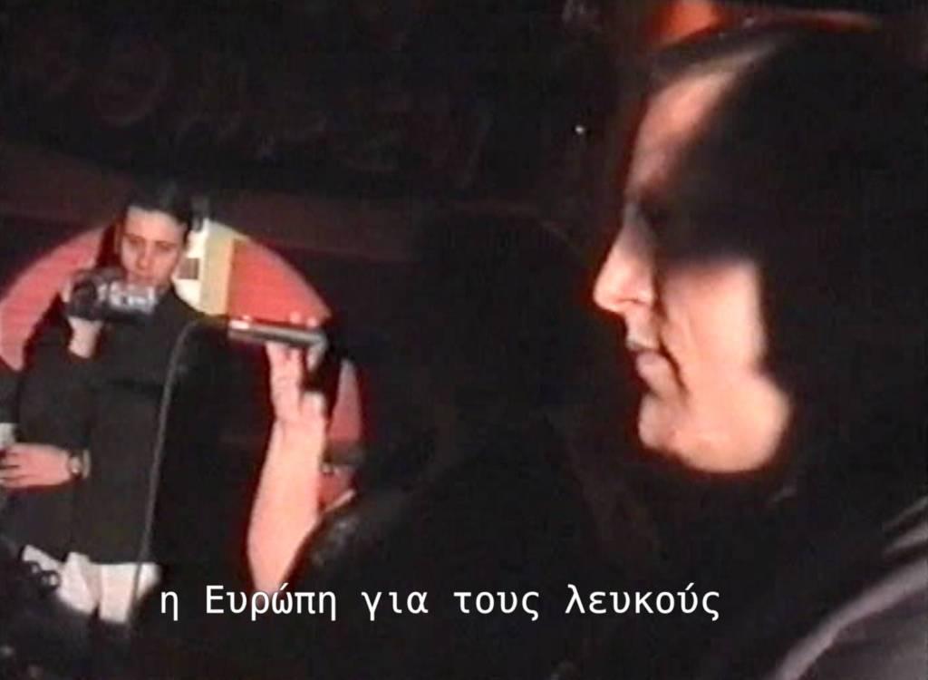 Νίκος Κωνσταντίνου με βιντεοκάμερα και Andreas Muller τραγουδάει 'Η Ευρώπη για τους λευκούς'