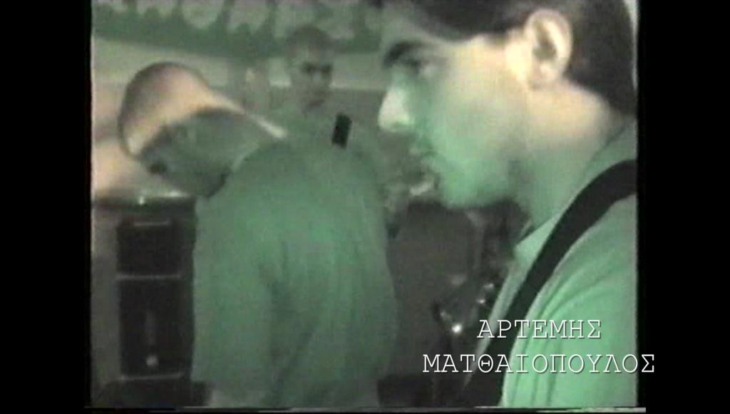 Αρτέμης Ματθαιόπουλος ενώ παίζει με τους Pogrom