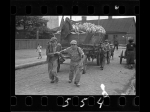 Henryk Ross – Men hauling cart for bread distribution in the Lodz Ghetto [1942] – SC347051_SS