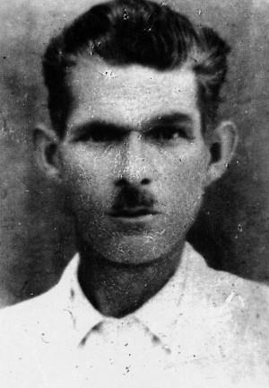 Κώστας Σπέρας Ο πρώην αναρχικός συνδικαλιστής, δεξιός τραμπούκος στο Εργατικό Κέντρο Αθηνών το 1925, μάρτυρας κατηγορίας κατά του ΚΚΕ για το Μακεδονικό το 1926, απόβλητος του Γ Συνεδρίου της ΓΣΕΕ, εθνικιστής αργότερα και πολλά άλλα.