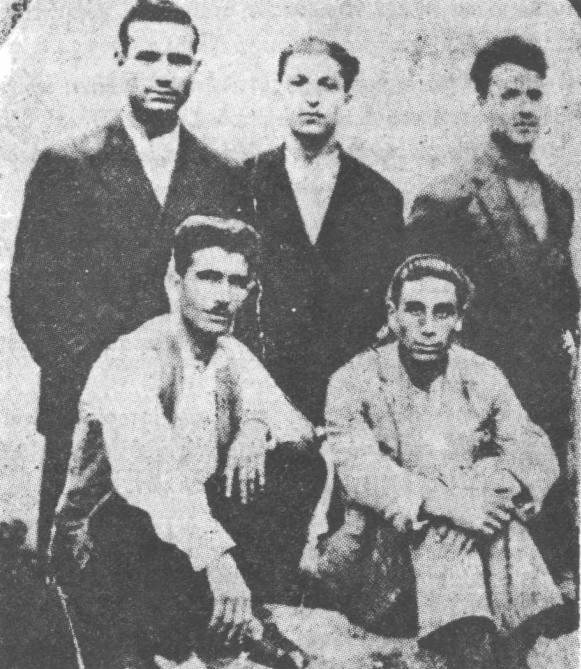 Μιχάλης Μπεζεντάκος (Επάνω πρώτος αριστερά) και 4 άλλοι αρχειομαρξιστές, δεκαετία του 1920.